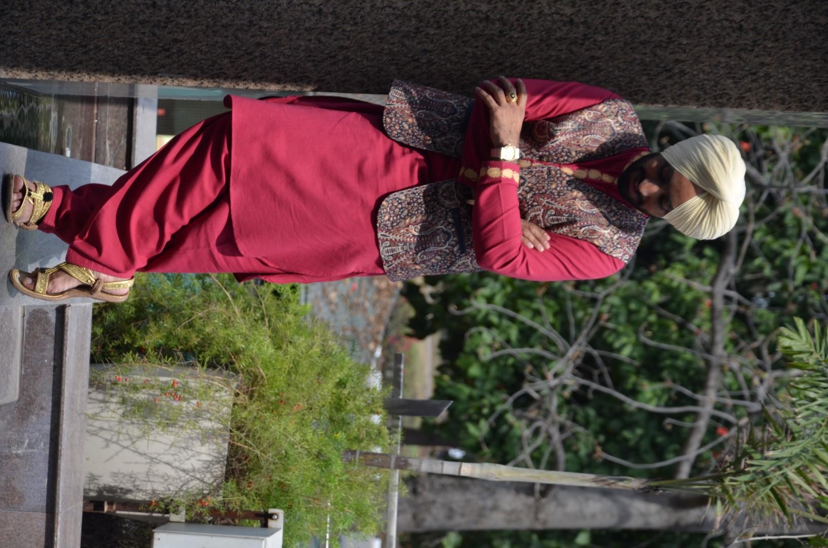 satinder sartaj posing 4 nazaarey wala munda