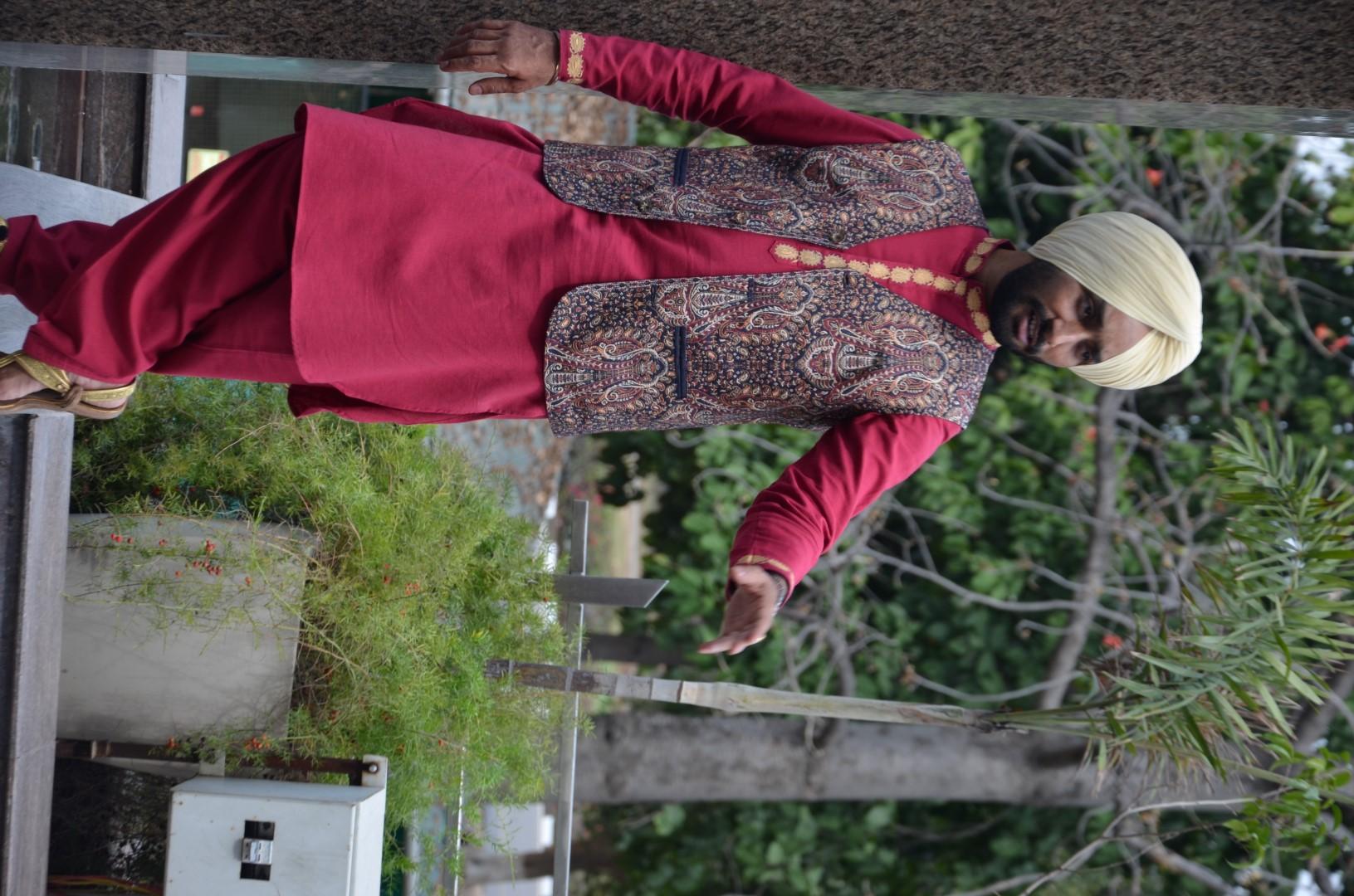 satinder sartaj posing1