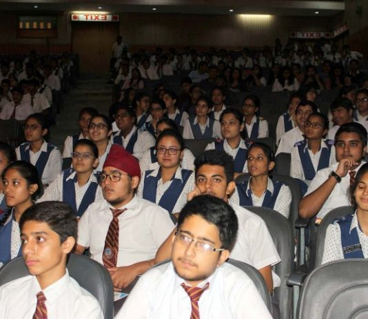 KVM Honors the school Toppers of CBSE Board  2017-18