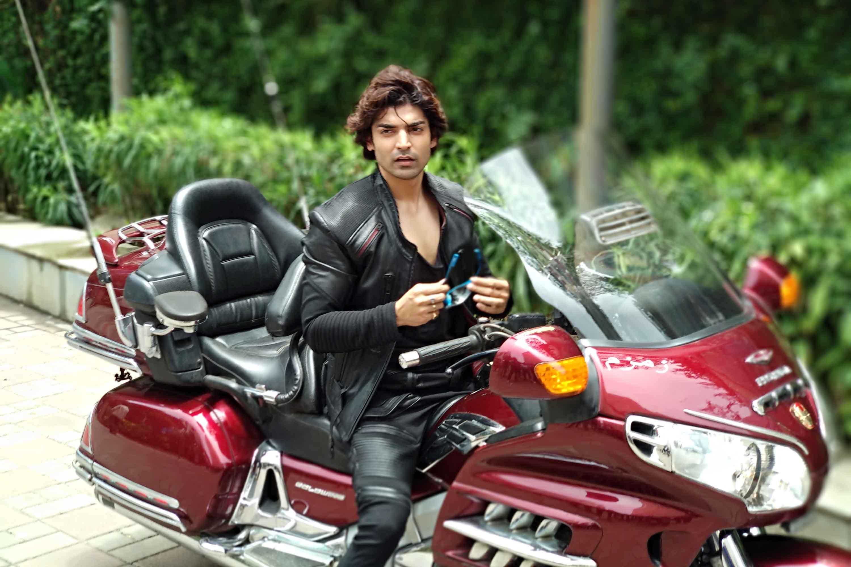 Gurmeet Choudhary in PALTAN!