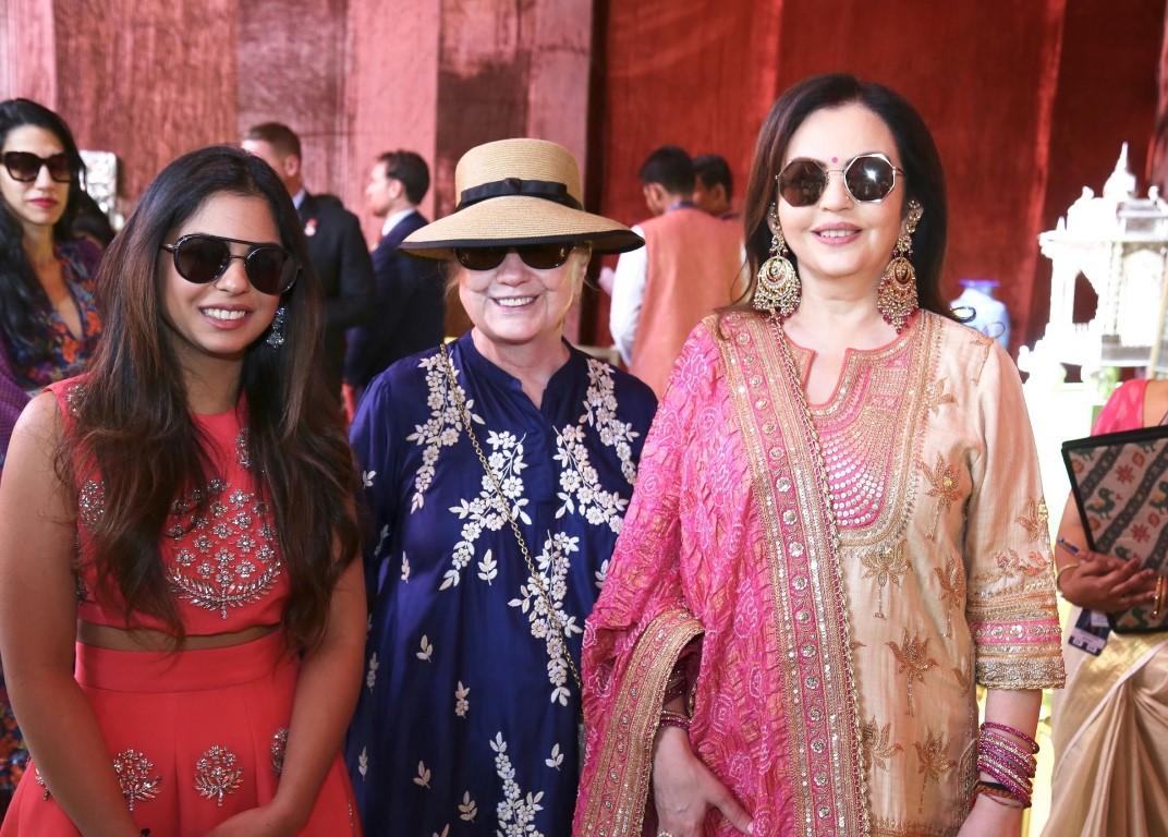 Nita Ambani visits Swadesh Bazaar - supporting 108 traditional Indian Crafts