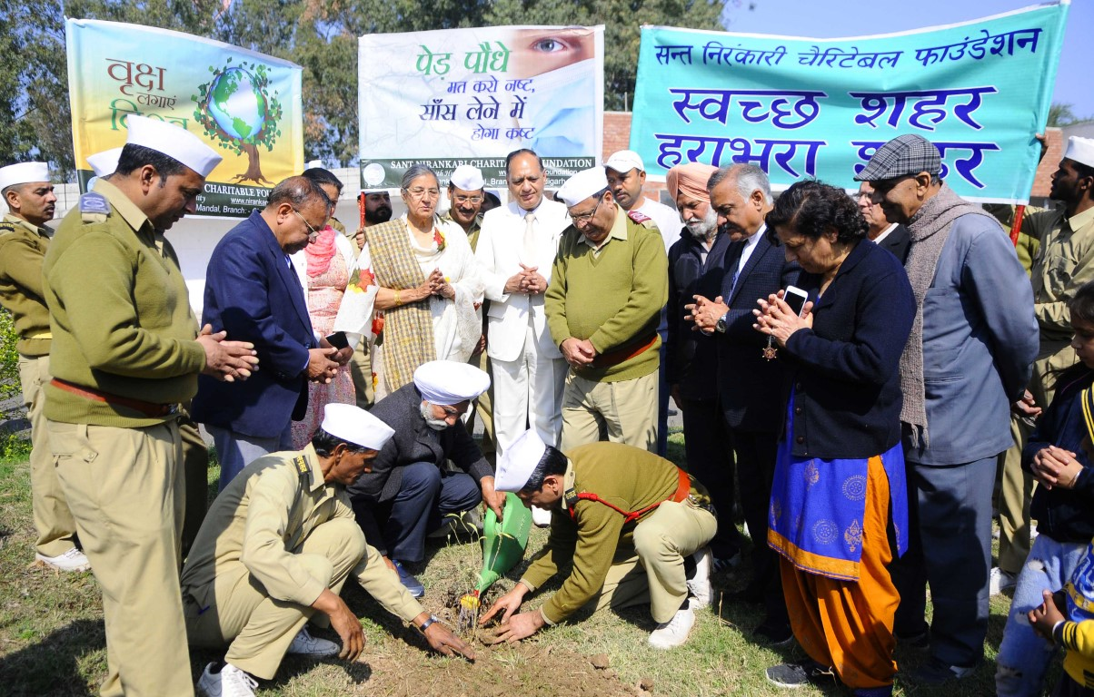 Sant Nirankari Charitable Foundation commemorates Guru Puja Diwas with cleanliness drive