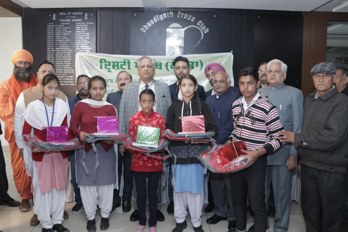 19 brilliant students from Punjab bag the coveted 'Dristi Punjab' award