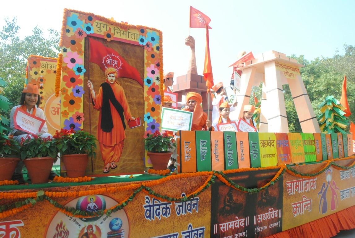 Grand Shobha Yatra on Maharishi Dayanand Janmotsav