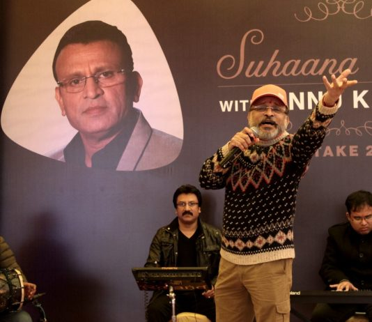 Amritsar relives the Golden moments of Bollywood with RJ Annu Kapoor