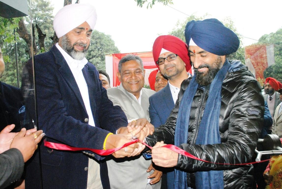 Punjab FM Manpreet Singh Badal inaugurates JAWA Motorcycles Dealership in Chandigarh