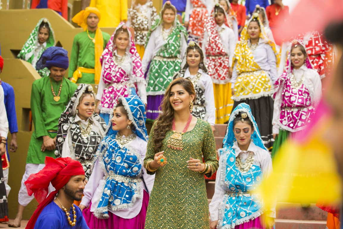 Daler Mehndi & Sapna Choudhary shoot for Haryanvi party number