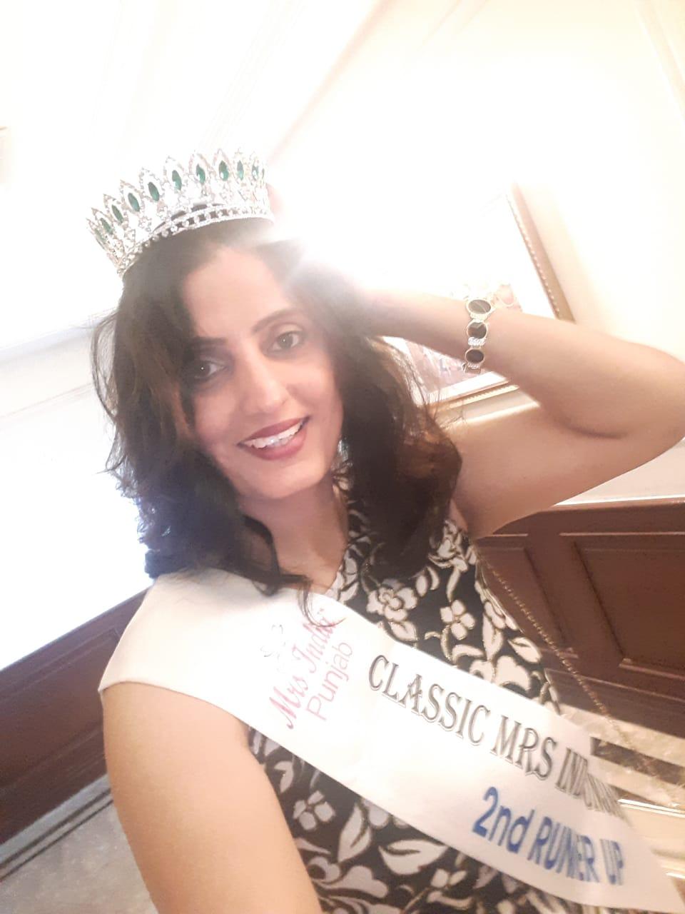 Mrs. India Punjab 2019: Dr. Kamaljit Kaur Bagged Second Runner Up Title