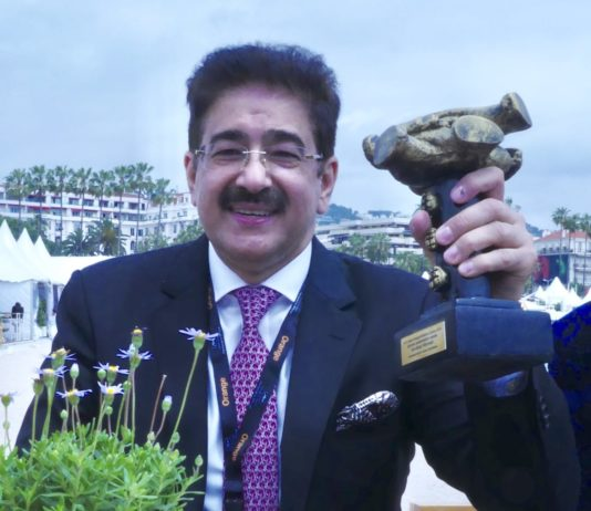 Sandeep Marwah Honored With Life Time Achievement Award At Cannes