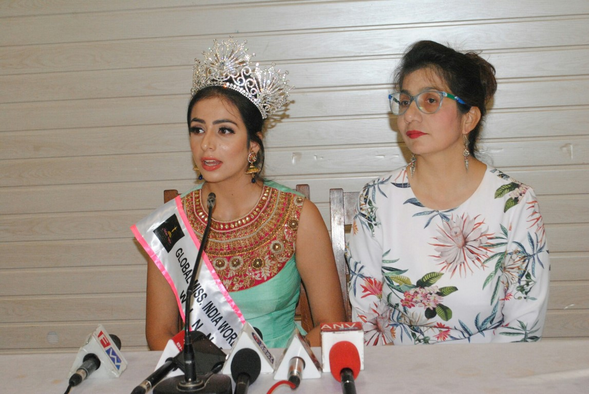 Ebadat Bhandari wins beauty pageant at national level