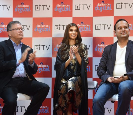 Discover the OnePlus TV experience, exclusively at Reliance Digital
