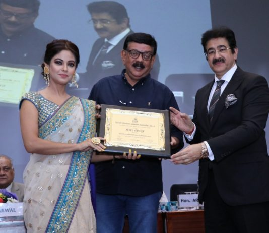 Meera Chopra Bags An Award For Best Actress in a Negative Role at Global Film Festival 2019