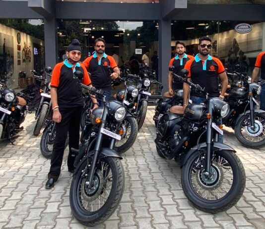 Classic Legends started deliveries of Jawa Perak in Punjab