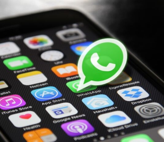 WhatsApp restores old camera shortcut in latest Beta update