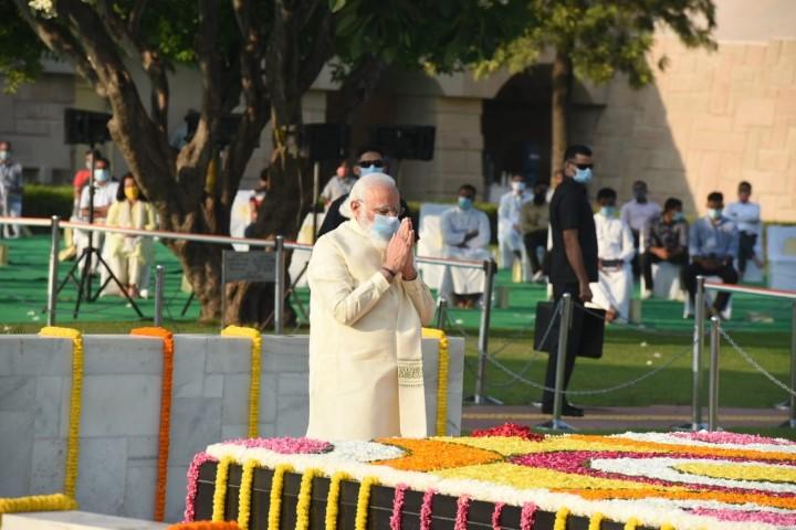 PM and Prez pay tributes to Mahatma Gandhi on his 151 birth anniversary