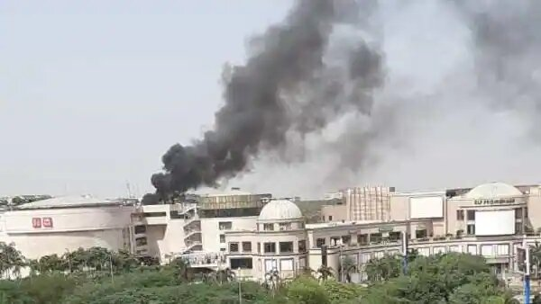 Fire breaks out at Delhi Mall, no casualty