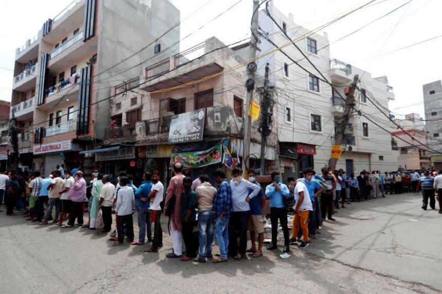 Delhi liquor shops witness long queues as city goes for lockdown