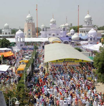 Devotees in Punjab, Haryana throng gurdwaras to mark Baisakhi