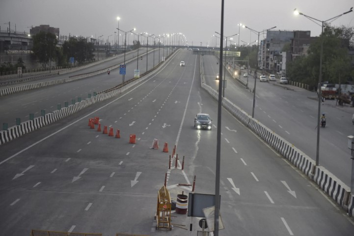 Delhi Lockdown: No Restrictions on People Going To/From Airports, Railway Stations or ISBTs