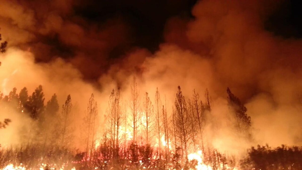 Hundreds relocated from US mining town due to wildfire
