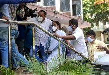 Mamata starts dharna in CBI's Kolkata office