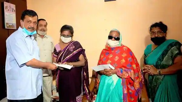 Kejriwal provides Rs 1 cr assistance to late Covid warrior's family