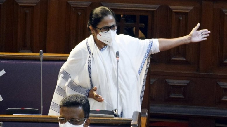 Mamata accuses Election Commission of directly helping BJP
