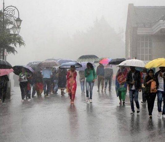 Monsoon storms into Maharashtra