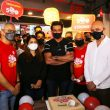 Sonu Sood inaugurates Pizza Hut's 500th store
