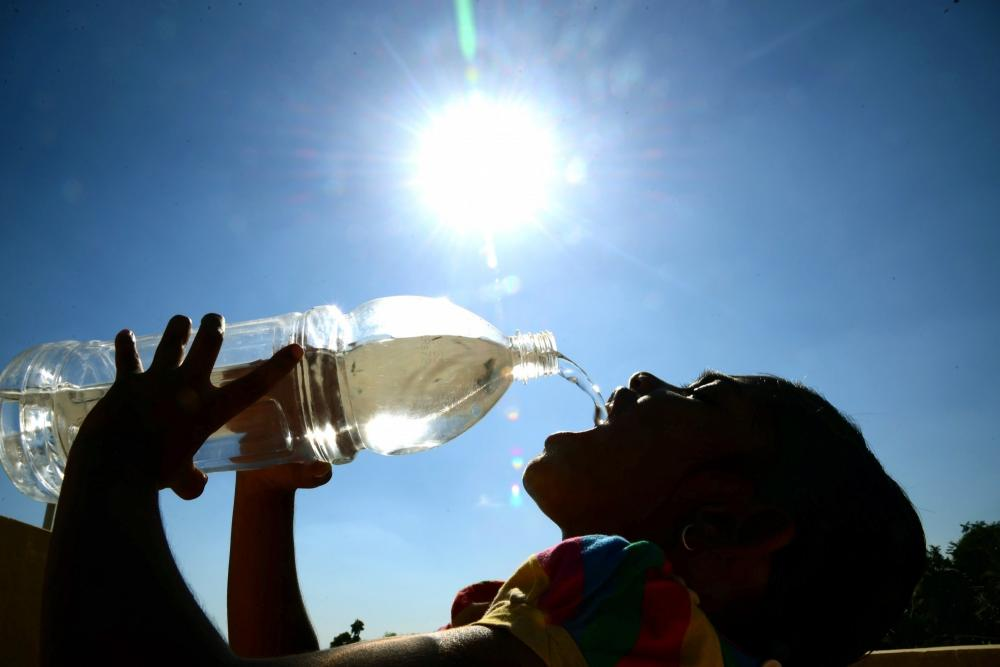 The Indian Meteorological Department (IMD) on Saturday indicated that the temperature in Delhi would rise to 37 degrees Celsius for the next few days until August 18 as the national capital continued to experience warmer weather.  The Department has predicted partially cloudy skies till August 18, but the warm weather will continue.     Delhi may find some relief from the scorching heat and humidity on August 19 as the Met Department has predicted possible light rain with thunderstorm.  The minimum temperature in most parts of the national capital is likely to be 26 degrees Celsius, while the Palam Observatory station indicated it would be 28 degrees Celsius.  The average humidity recorded at 8.30 a.m. on Saturday was 65 per cent.  On Friday, Delhi's maximum temperature was recorded at 36.5 degrees Celsius.  According to the Met Department, most districts of Delhi have witnessed a rainfall deficit.  Delhi has so far received its maximum monsoon rainfall in this month. The normal rainfall for August is 247 mm.  As per the IMD, the monsoon season lasts from June 1 to September 30.